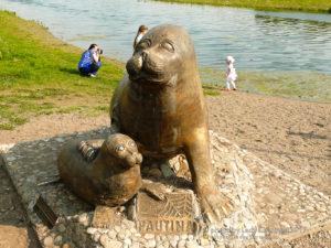 Скульптура Нерпы с нерпёнком