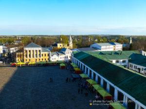 Вид с Воскресенской церкви на торговые ряды Суздаля
